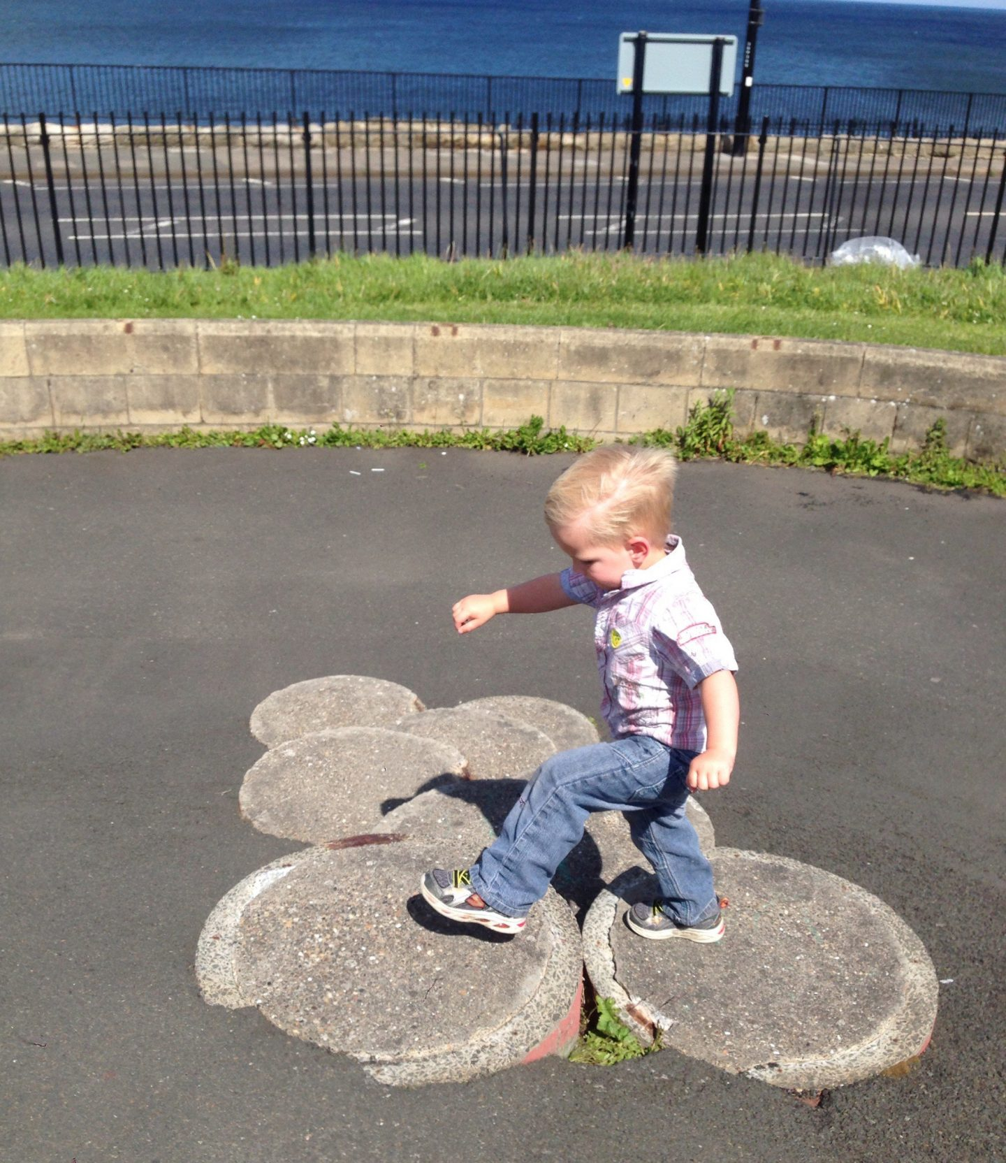Playgrounds in North Tyneside – Rockcliffe Park Playsite