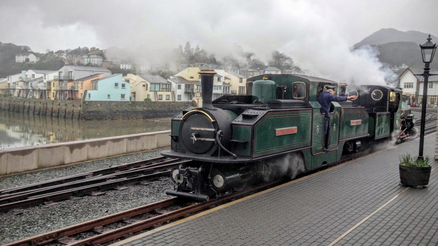 welsh highland railway steam train