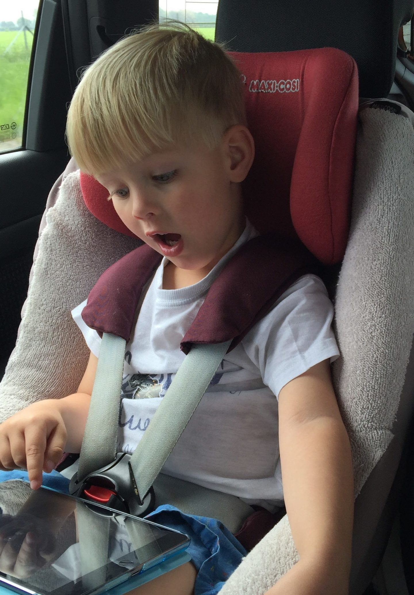 Share your tips on how to survive a long car journey with kids to enter to win an Apple iPad Mini 4 – 16GB Wi-Fi with JCT600
