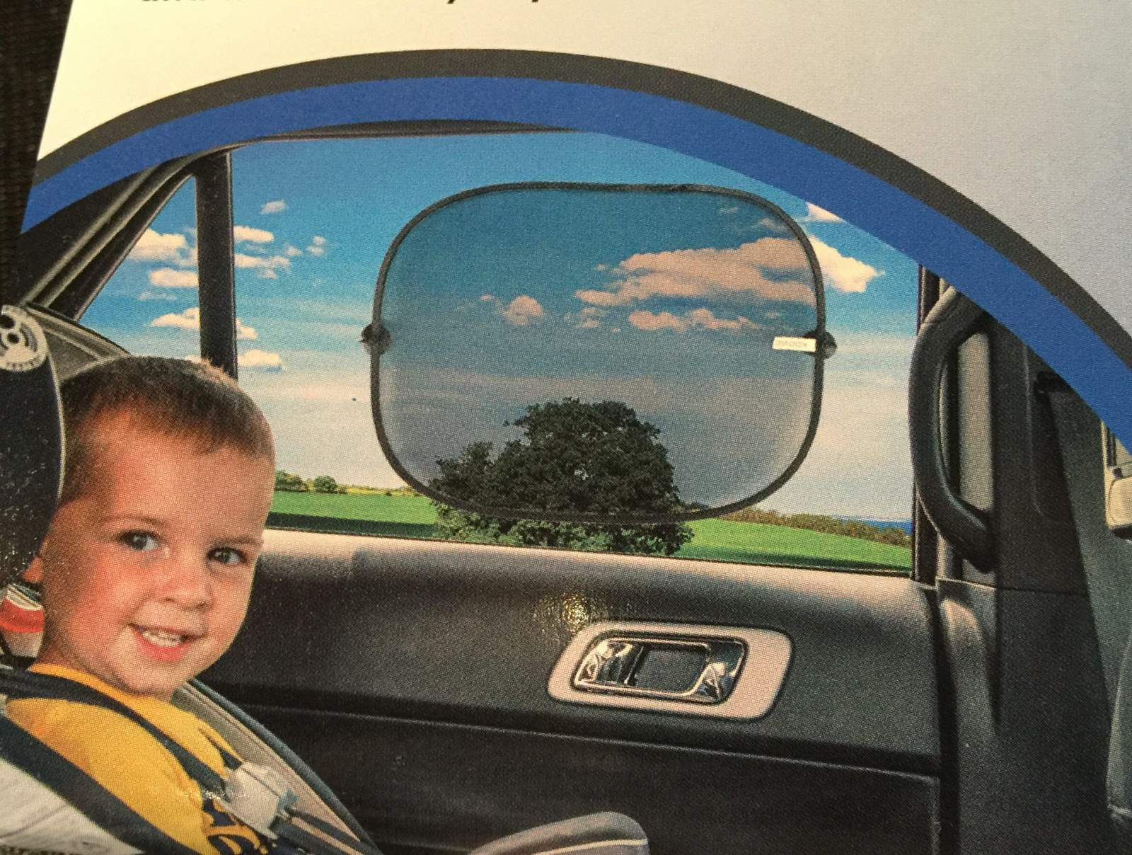kogno car sunshades packaging shows a boy in car seat with window shade