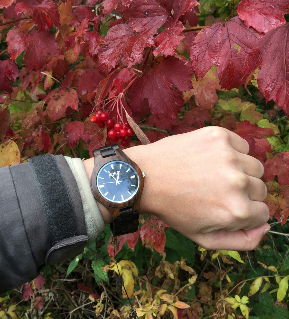 JORD wood watch red berries autumn coat