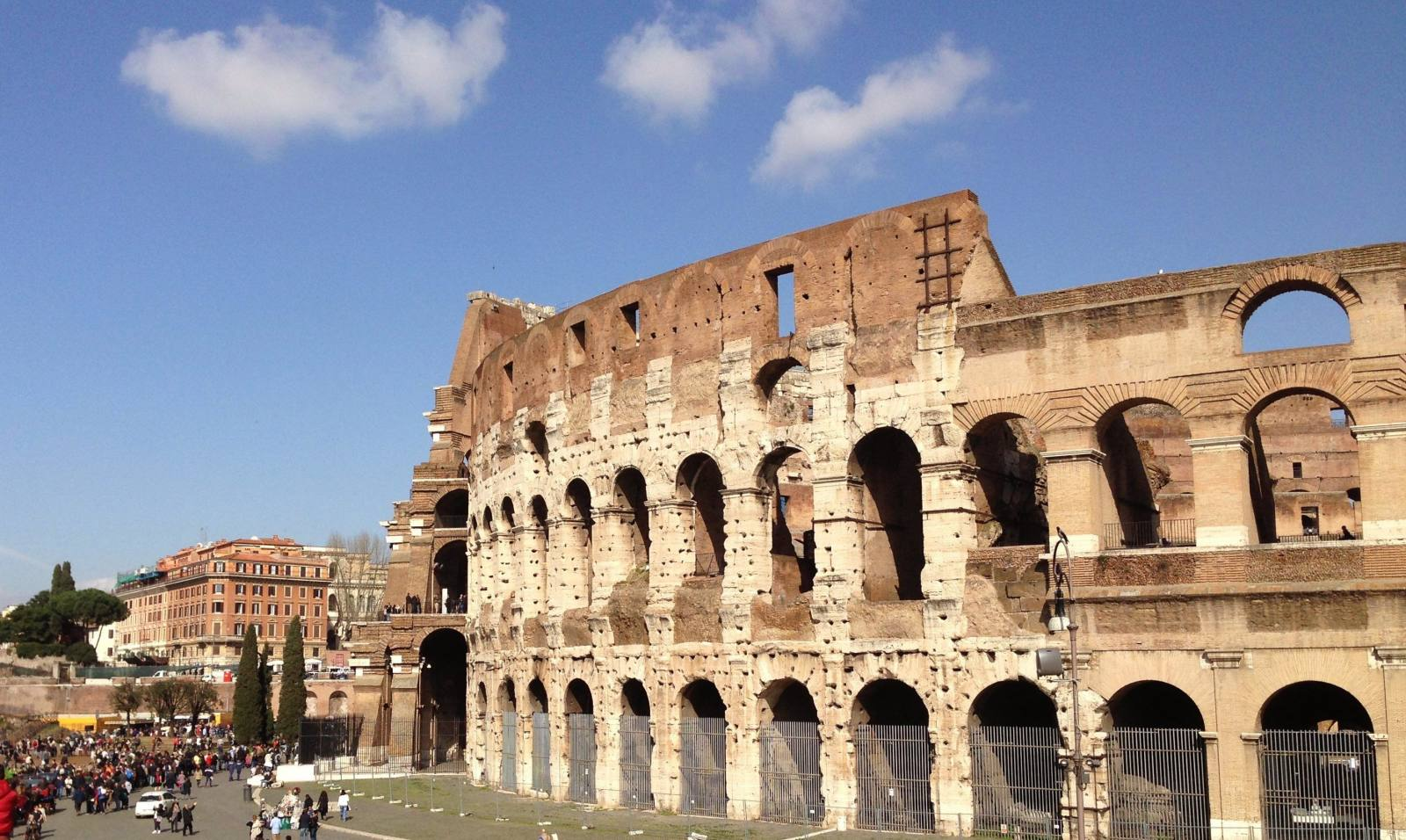 mini breaks can be difficult to organise, though they can satisfy your wanderlust, so here are just a few pointers on how to plan the perfect mini escape such as to see the Colosseum in Rome