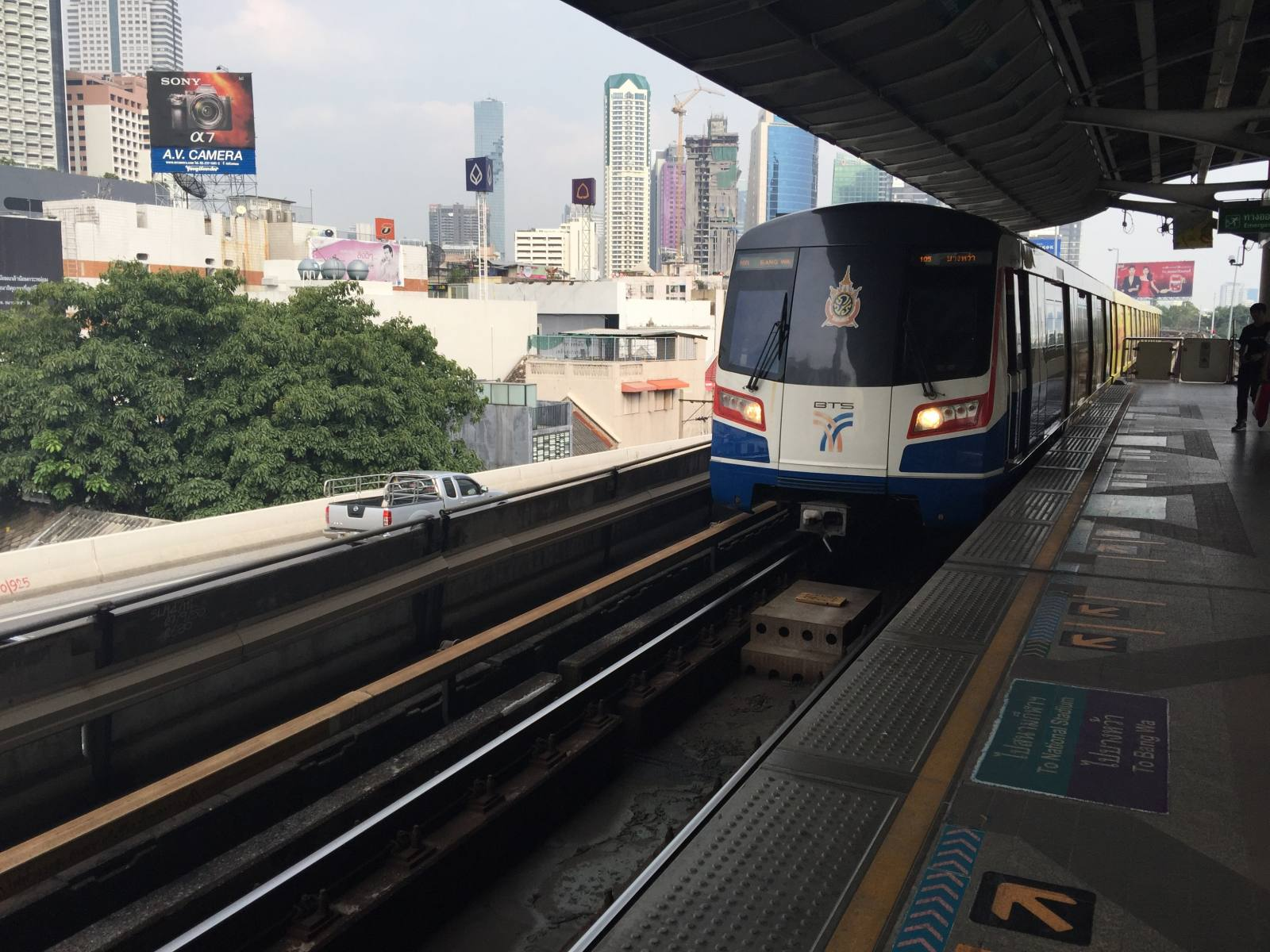 getting around in bangkok by train