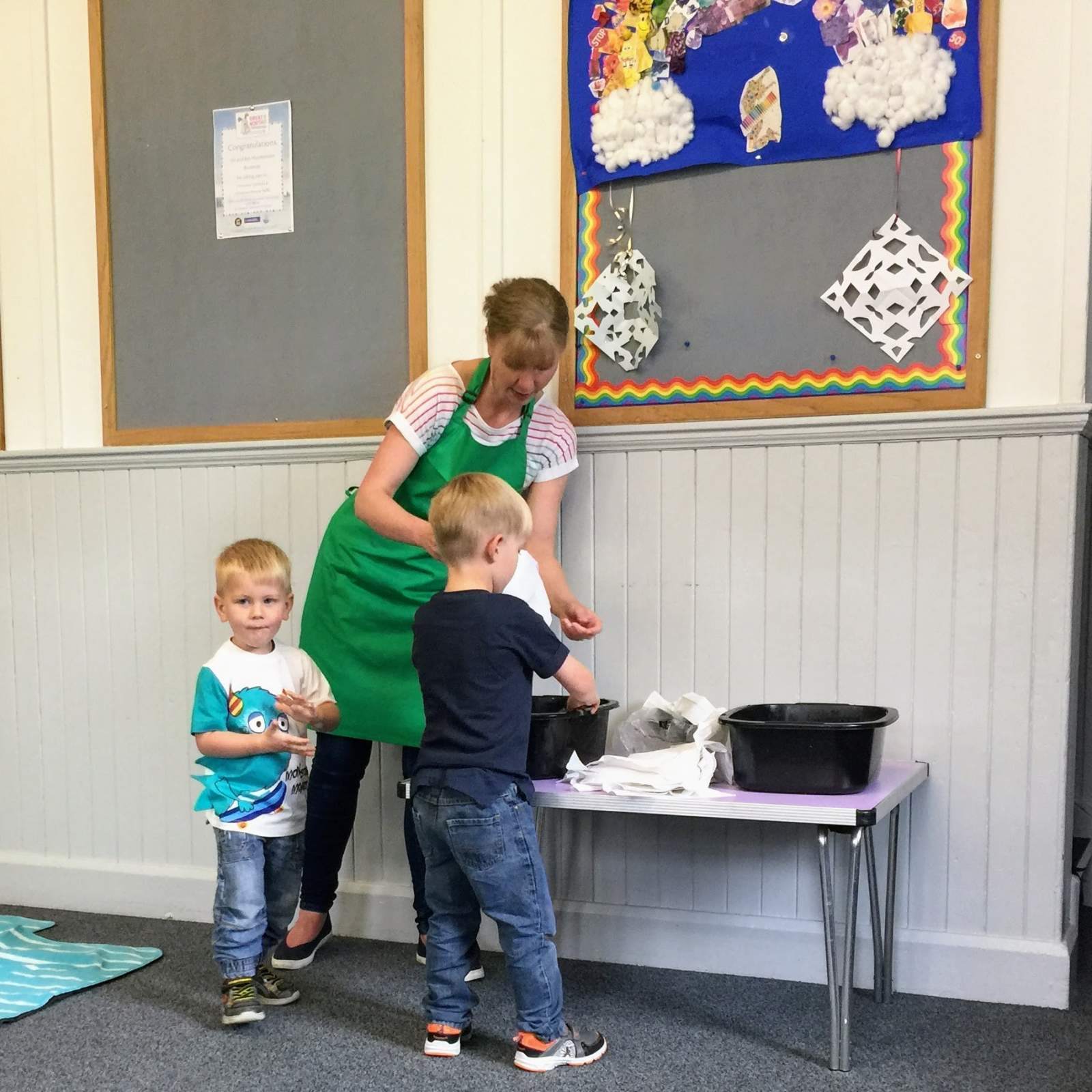 washing hands before cooking at Fun little foodies preschool classes whitley bay