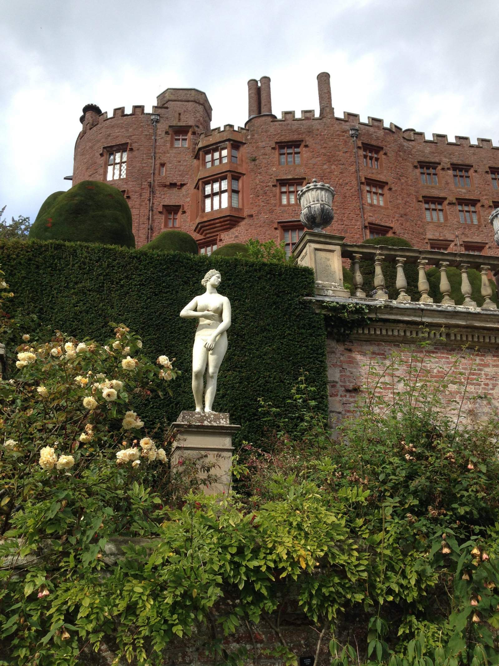 Castell Powys / Powis Castle – a day out with a toddler