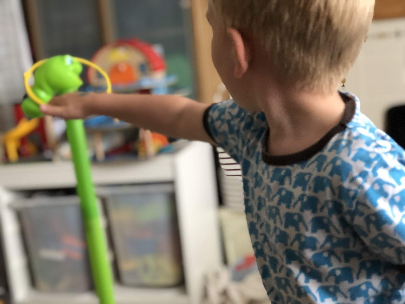 wobbly worm game played by a 3 year old