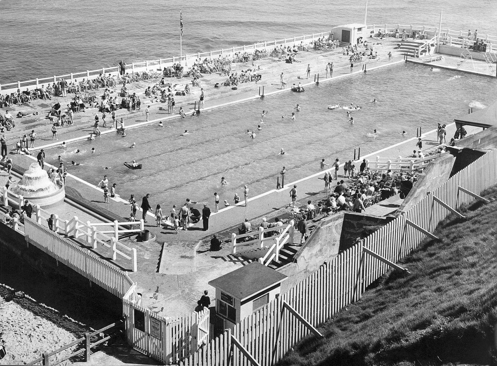 busy tynemouth outdoor pool 1966