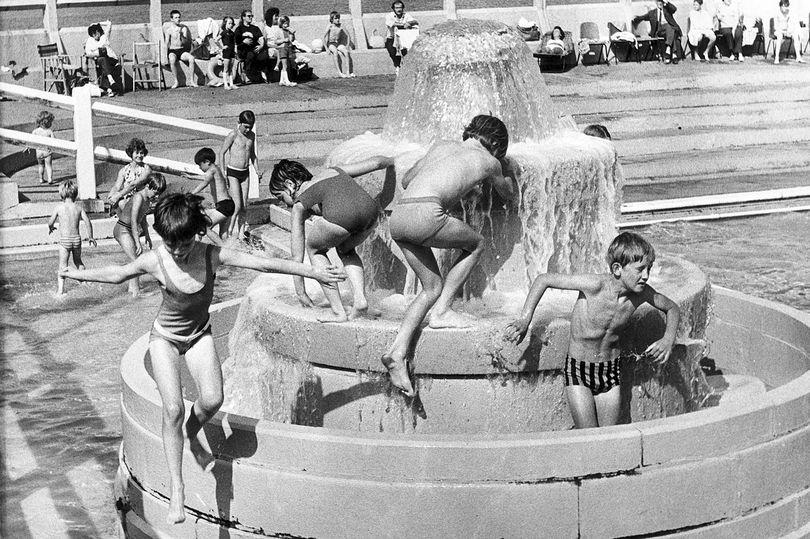 children playing in fountain of tynemouth outdoor pool 1972