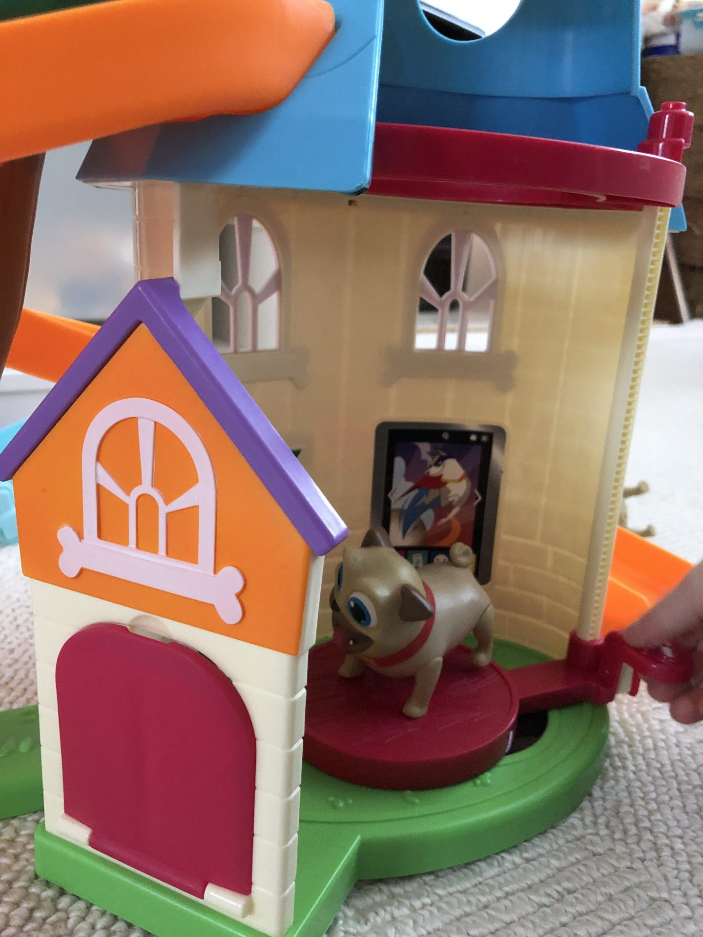 puppy dog pals doghouse playset elevator rolly
