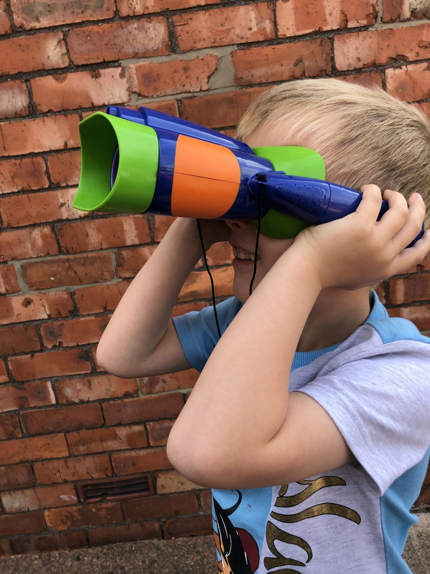 geosafari jr kidnoculars extreme bricks behind